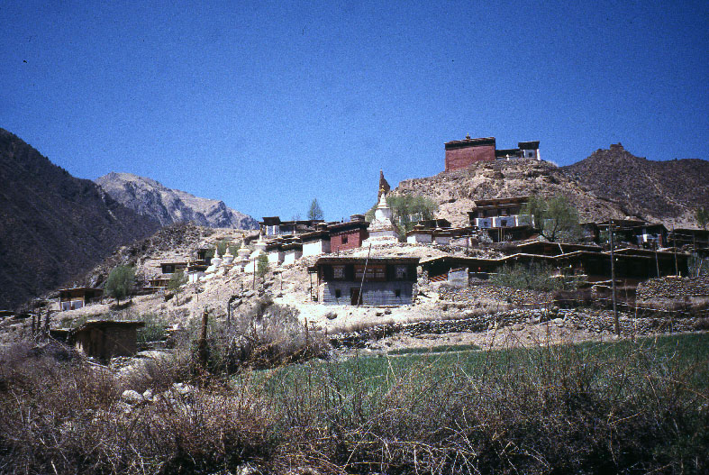 Conservation et restauration de peintures murales, Dêgê, Tibet.