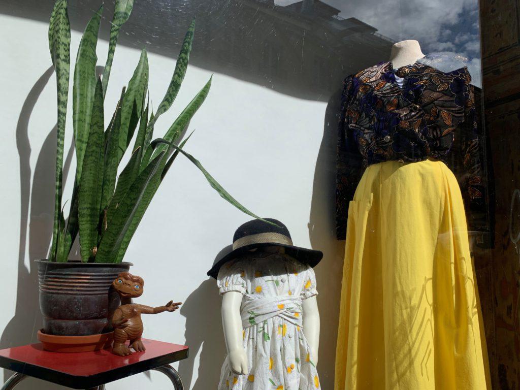 Vintage Mode im Schaufenster vom Moule Frip', Grand-Rue 66.