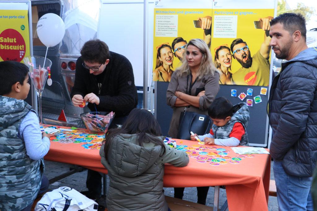 Das Rendez-vous bilingue, das alle zwei Jahre vom Forum Partnersprachen im Rahmen des Tags der Zweisprachigkeit organisiert wird, fand am Samstag, 21. September,in der Romontgasse in Freiburg statt / Le Rendez-vous bilingue, organisŽ tous les 2 ans par le Forum des langues partenaires dans le cadre de la JournŽe du bilinguisme, s'est dŽroulŽ le samedi 21 septembre ˆ la rue de Romont ˆ Fribourg. photo © romano p. riedo