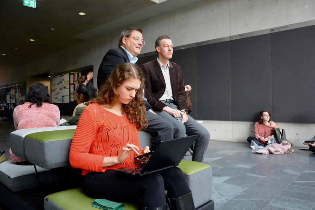 Melchior Etlin, administrateur de l'Association Alumni et Amis UniFR, et le Prof. Martin Wallmeier, ont largement soutenu le projet.