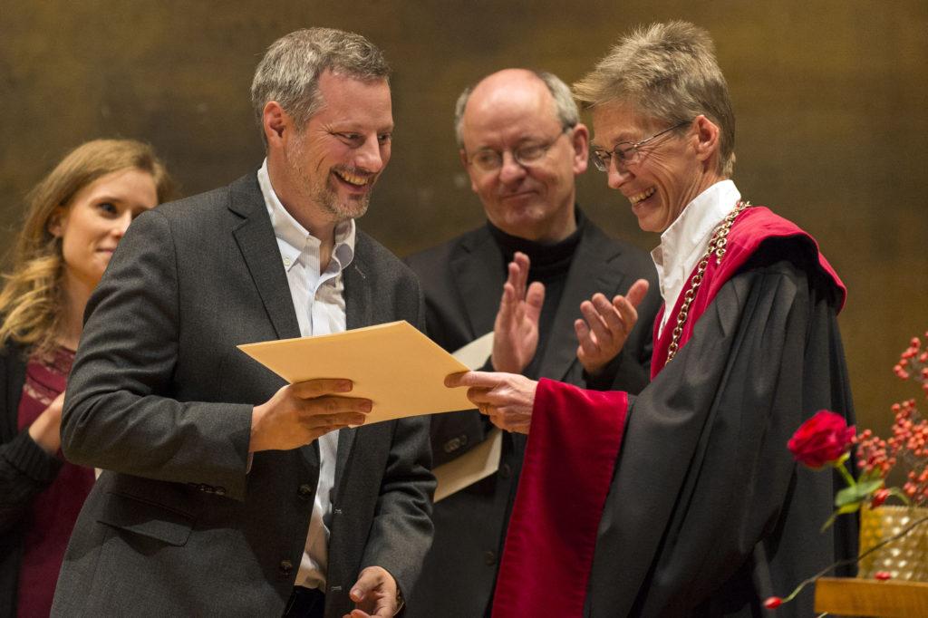 Le Prof. Philippe Cudré-Mauroux remplace Ruslan Mavlyutov, prix Vigner de la Faculté des sciences et de médecine
