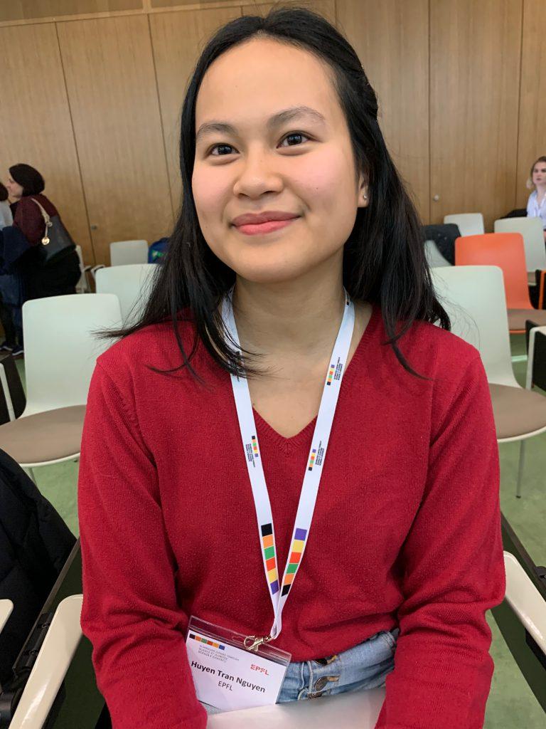 Chan (18) ist aus Genf und synthetisiert DNA. Sie schaut in ihrer Freizeit gerne wissenschaftliche Videos.
