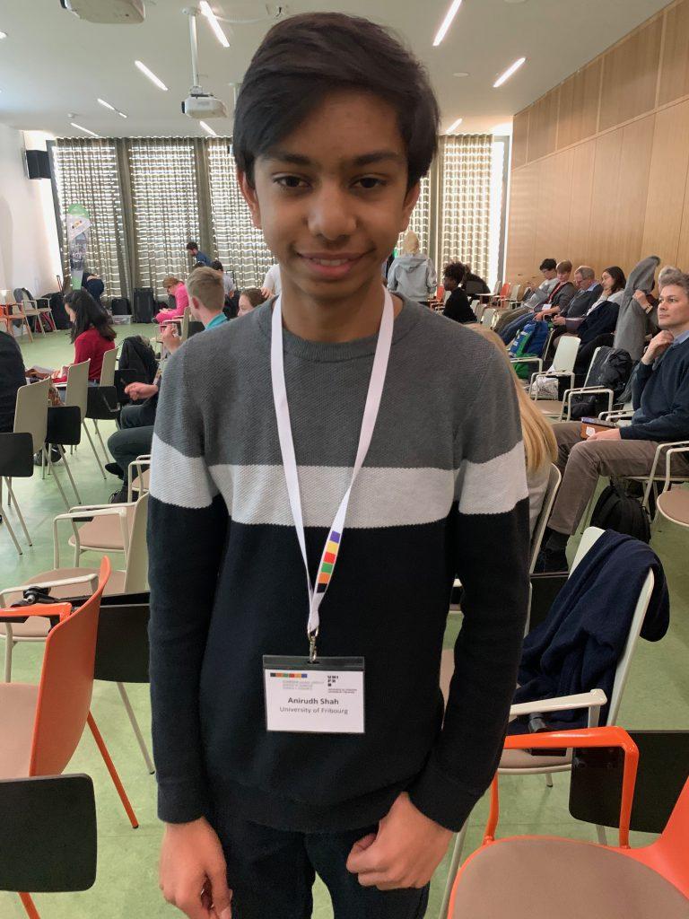 Anirudh (16) hatte eine grossartige Woche. Er synthetisierte ein Molekül, das man bei der Herstellung von Sonnenbrillen verwenden kann, die auf Lichteinfall reagieren. Anirudh will in der Forschung bleiben.